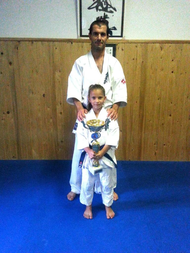"""Gyermán Lili, edző Sensei Erdei Sándor, """"All Kyokushin Karate World Cup""""  ezüstérem (1)"""